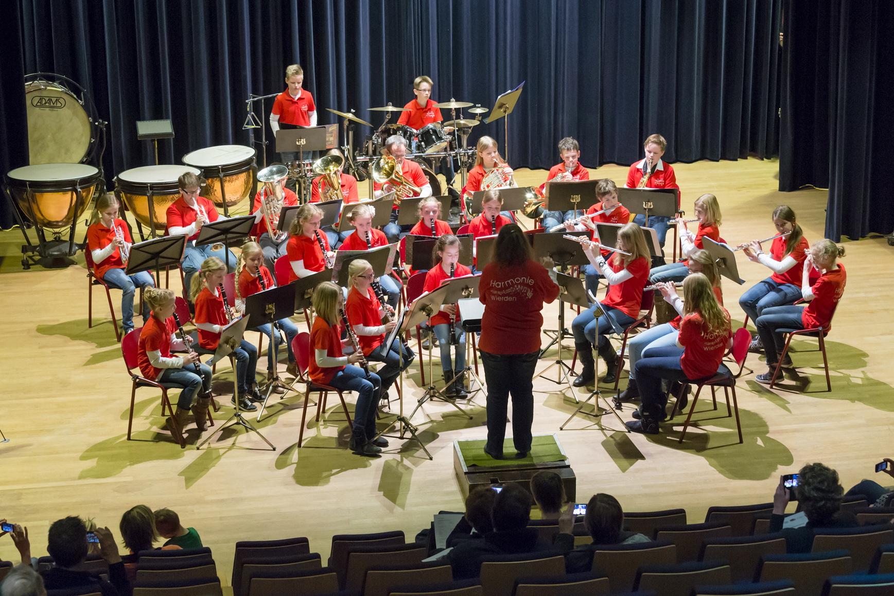 C-orkest tijdens Jeugdorkestenfestival Borne, 6 april 2013