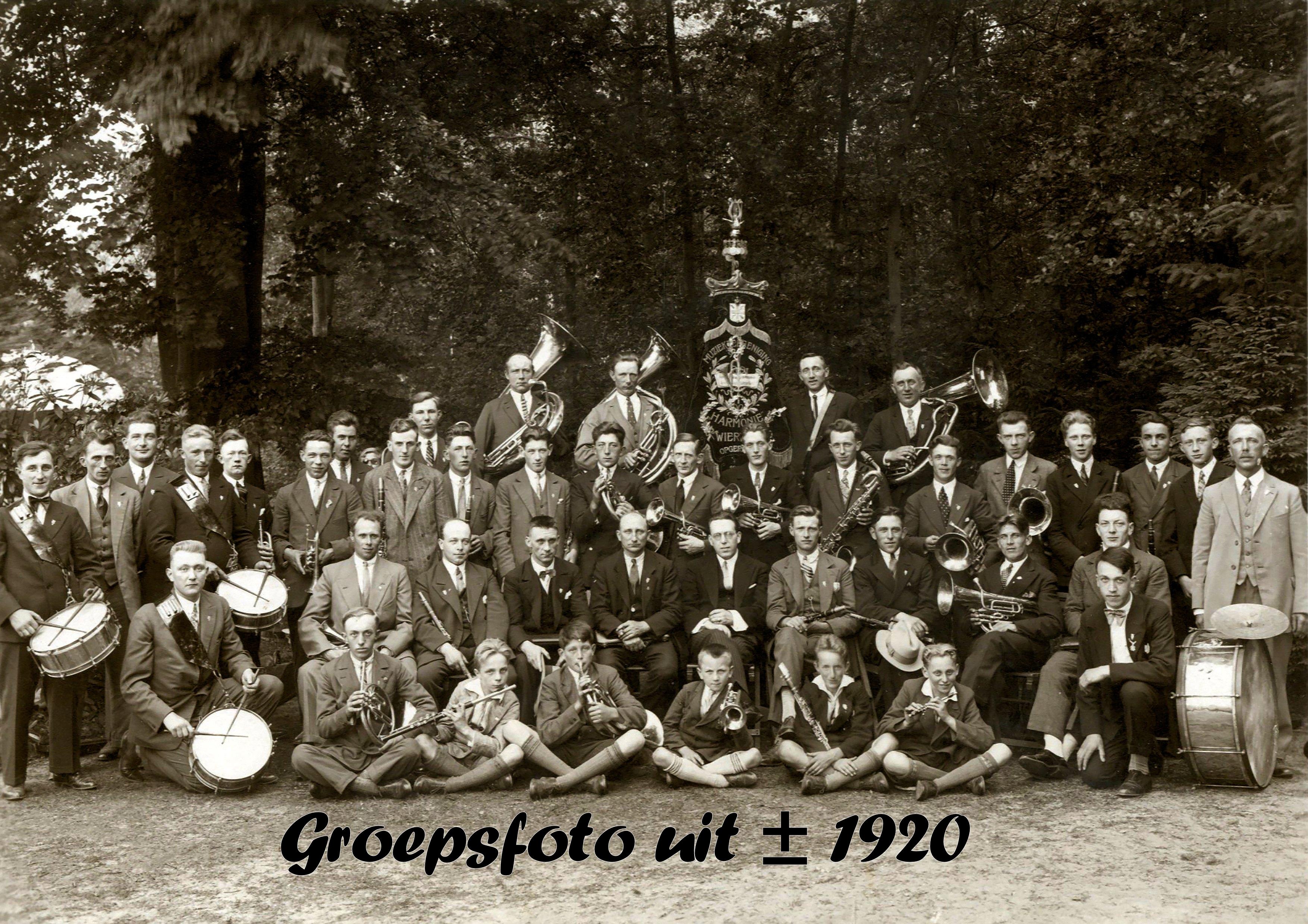 1920-00-00 HW Groepsfoto img 5025 Orkest zie ook 4106