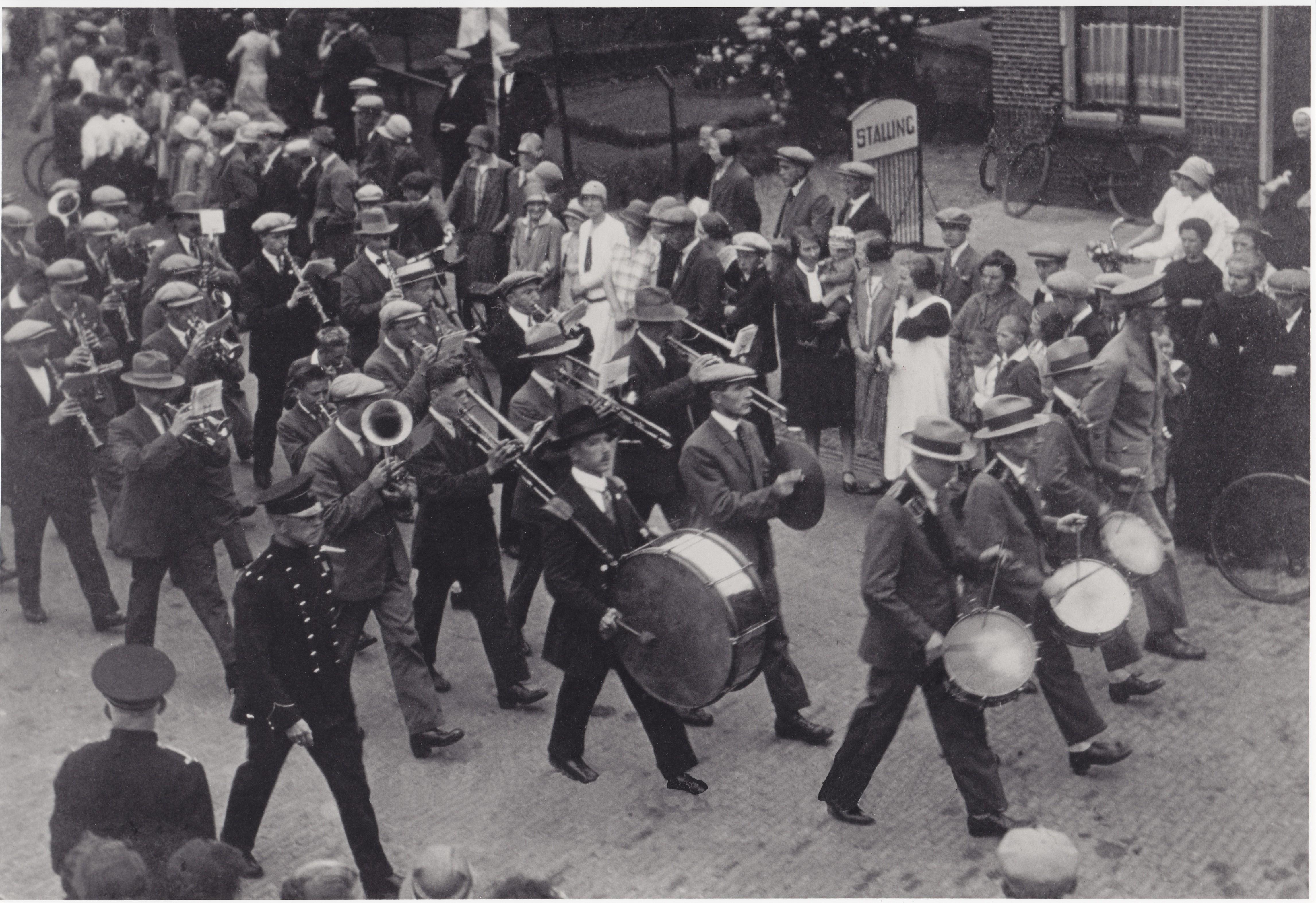 1924±-00-00 HW Orkest trompettist midden rechter rij A,Brouwer